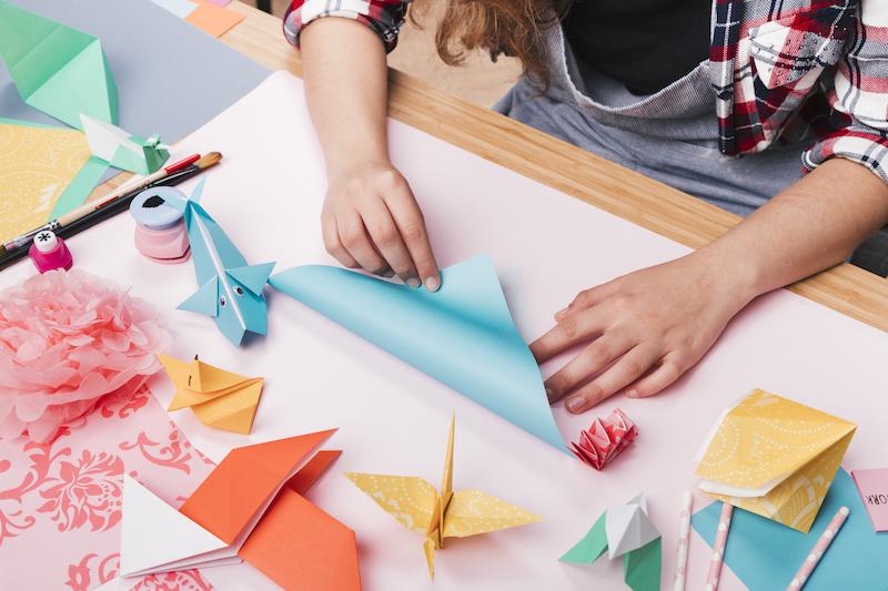 Beneficios de hacer manualidades con los niños